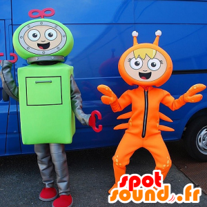 2 maskotteja, robotti vihreä ja oranssi rapuja