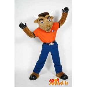 Koza maskotka ubrana w pomarańczowy i niebieski