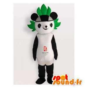 Panda maskotka z zielonym arkusza na głowie