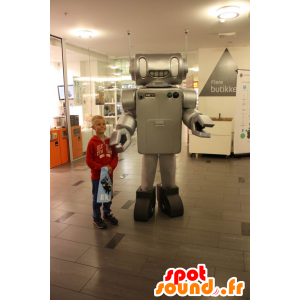Mascotte de robot gris métallisé, très réaliste