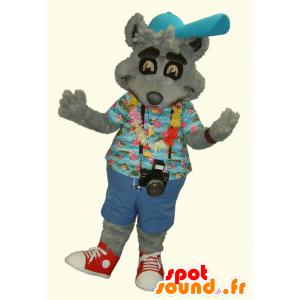 Mascotte de raton laveur gris, en tenue de vacancier