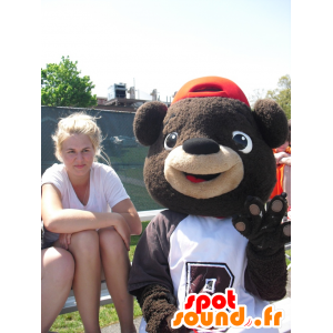 Peluche marrom mascote com um boné e uma t-shirt - MASFR21704 - mascote do urso