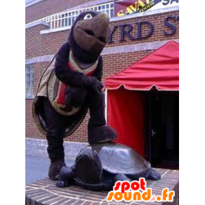 Mascot καφέ και μαύρο χελώνα, γιγαντιαία