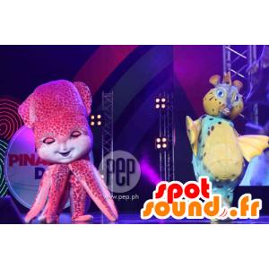 2 mascottes vissen, blauw en geel en een roze octopus
