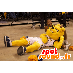 Hond mascotte, geel bulldog in sportkleding - MASFR22065 - Dog Mascottes