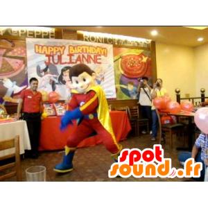 Mascotte de garçon, de super héros en tenue rouge, jaune et bleue