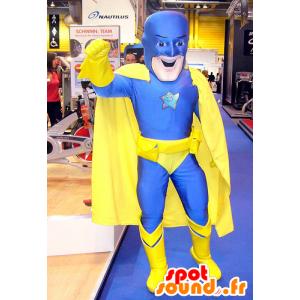 Superbohaterem maskotka w kolorze niebieskim i żółtym połączeniu