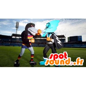 2 mascottes, un corbeau noir et un super-héros tout bleu