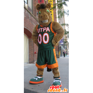 Brun hest maskot kamel i sportsklær