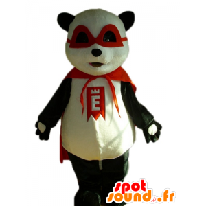 Schwarze und weiße Panda-Maskottchen mit einer Maske und einem roten Umhang