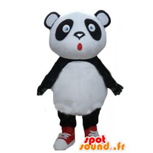 大規模な黒と白のパンダのマスコット、青い目
