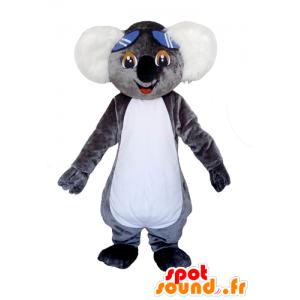 Mascotte de koala gris et blanc, très mignon avec des lunettes