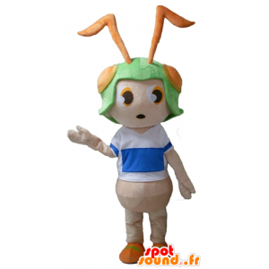 Mascot rosa hormiga con un casco verde en