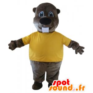 Mascotte di castoro marrone, con una t-shirt gialla