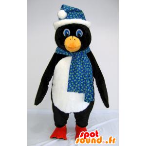 Sort og hvid pingvin maskot med et tørklæde og en hat -