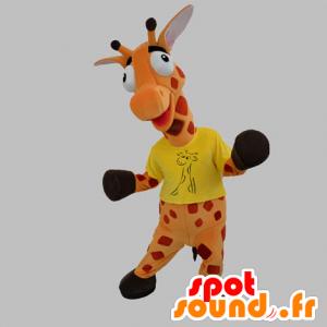 Orange giraff maskot og rød kjempe