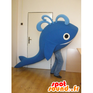 Mascot and giant blue whale smiling - MASFR031987 - Mascots of the ocean