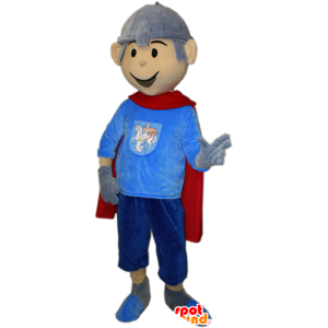 Ritter-Maskottchen mit einem Umhang und einem Helm