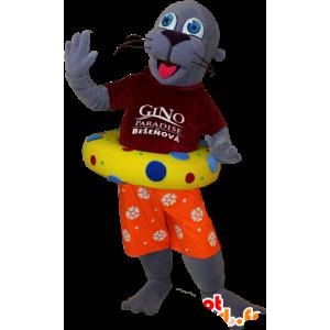 Sea Lion mascota, turista nutria gris llevó a cabo - MASFR032400 - Sello de mascotas