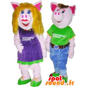 2 mascottes de cochons homme et femme, en tenues colorées