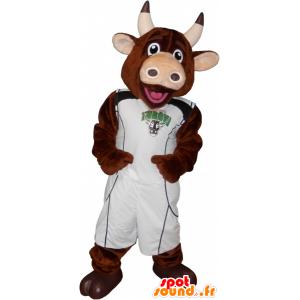 Mascotte mucca marrone con il basket tenendo