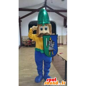 Vichingo mascotte baffi con un casco e uno scudo