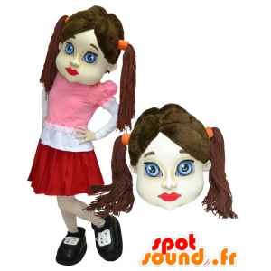 Brunette girl with mascot dressed in a skirt quilts - MASFR032918 - Mascots boys and girls