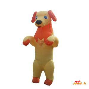 Gul och orange hundmaskot som sticker ut tungan - Spotsound