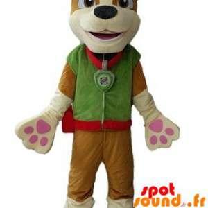 Brun hund maskot kledd i en grønn drakt