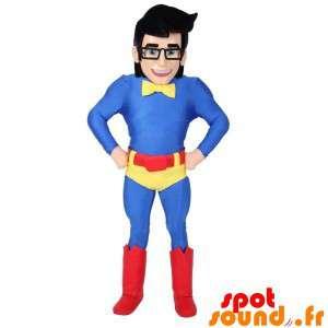 Superhelt maskot med briller og en fargerik drakt