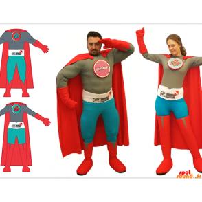 2 costume supereroi, un uomo e una donna
