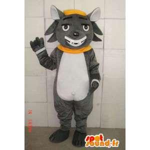 Szary kot maskotka z czarującym uśmiechem i akcesoria