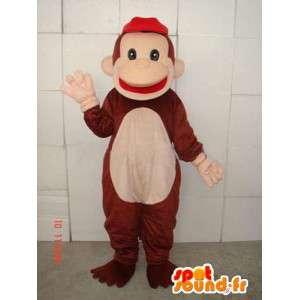Brązowy i czarny małpa maskotka z czerwonym nasadki