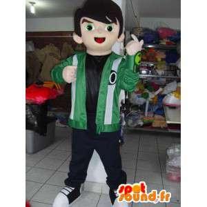 Mascot jongen beer met groene jas en borduurwerk