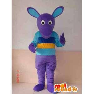 Mascotte de personnage violet avec t-shirt multicouleur