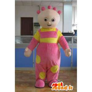ピンクのコートとお祝いの黄色とマスコットの女の赤ちゃん