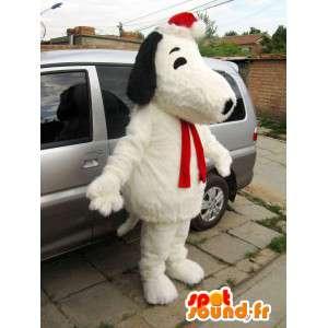 ぬいぐるみの犬のマスコットスヌーピーとクリスマスアクセサリー