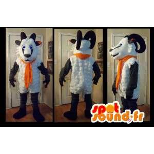 Mascot que representa una cabra con su bufanda de color naranja