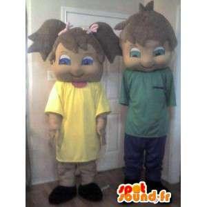 Sammenkoblingen av forkledninger for bror og søster, to kostymer