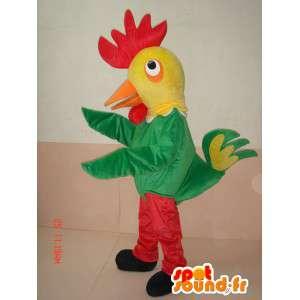 Maskotti tuomioistuimen kukko punainen ja keltainen maatilan ja pukeutunut vihreä