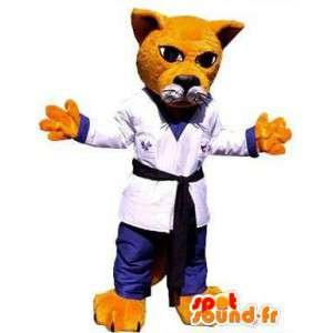 Oranžová kočka maskot oblečená v kimonu. kostým karateka