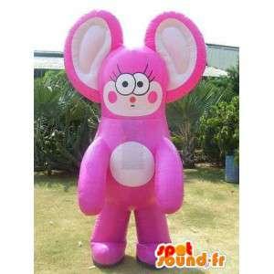 Mascote gigante representando um personagem de-rosa e bege gato