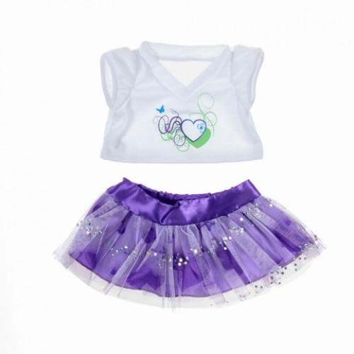 Jupe violette et t-shirt blanc
